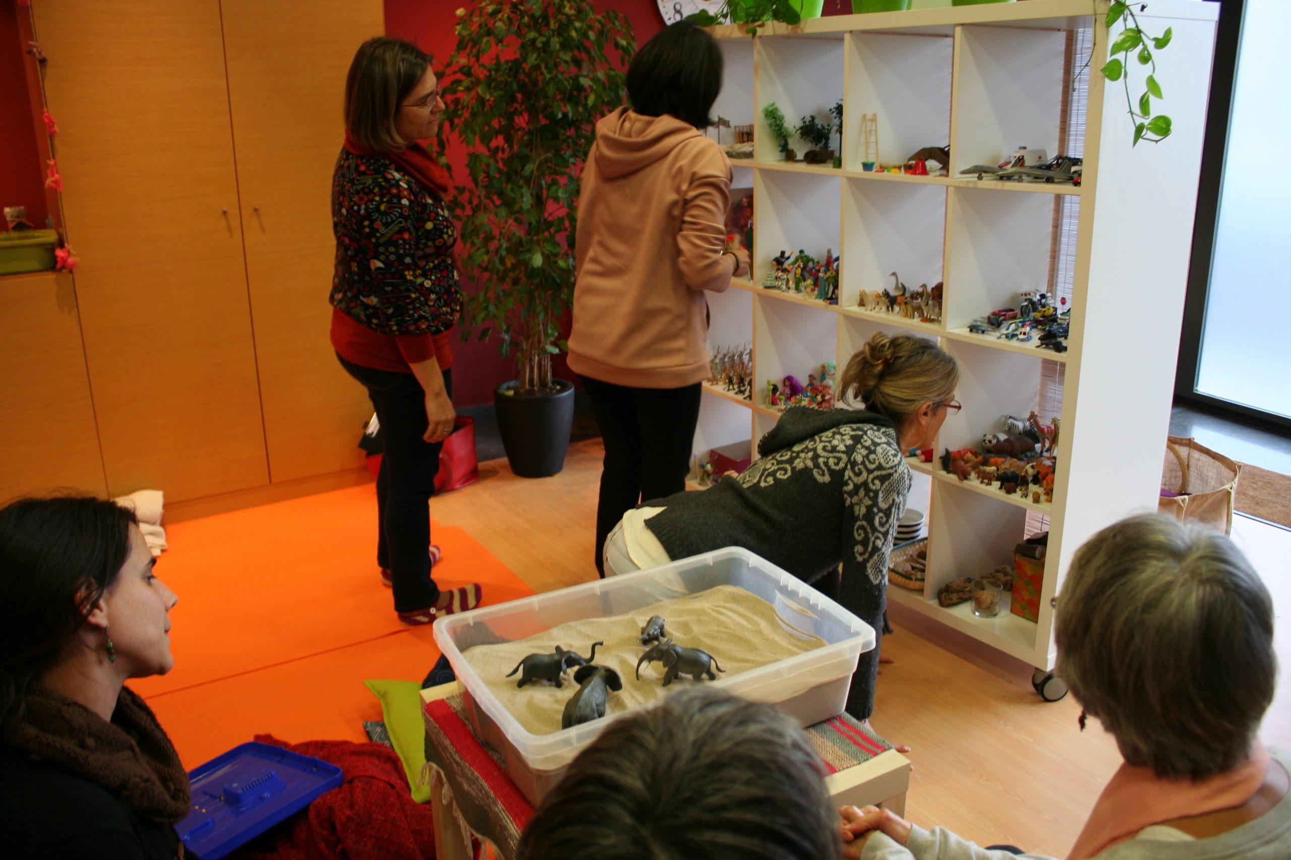 formación de terapia y asesoramiento con muñecos